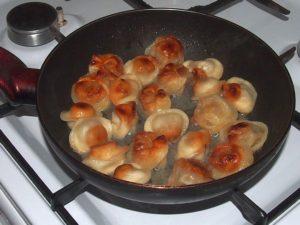 Классический способ жарки пельменей на сковороде