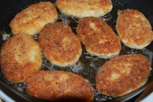 Сколько жарятся котлеты из куриного фарша — секреты от шеф-повара