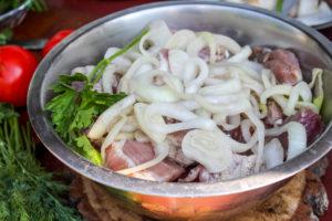 Шашлык из свинины - подготовка продуктов