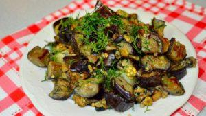 Жареные баклажаны, похожие на грибы