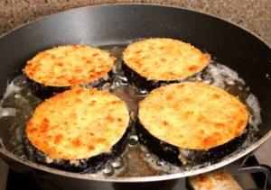 Как жарить баклажаны на сковороде?